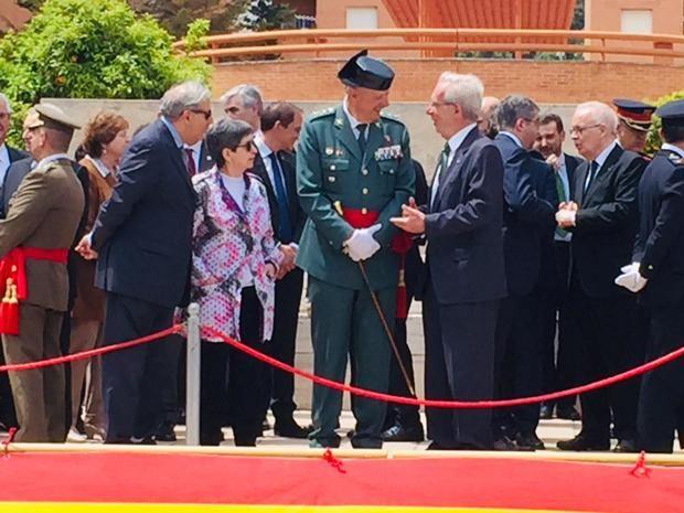 La tribuna de asistentes, con el general Pedro Garrido y la delegada del Gobierno Teresa Cunillera en el centro.