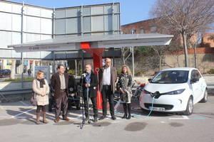 Sant Feliu de Llobregat estrena un punt de càrrega per vehicles elèctrics a partir d'energia solar