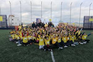 El exjugador del Barça Ronald Koeman inaugura una Cruyff Court en Sant Vicenç dels Horts