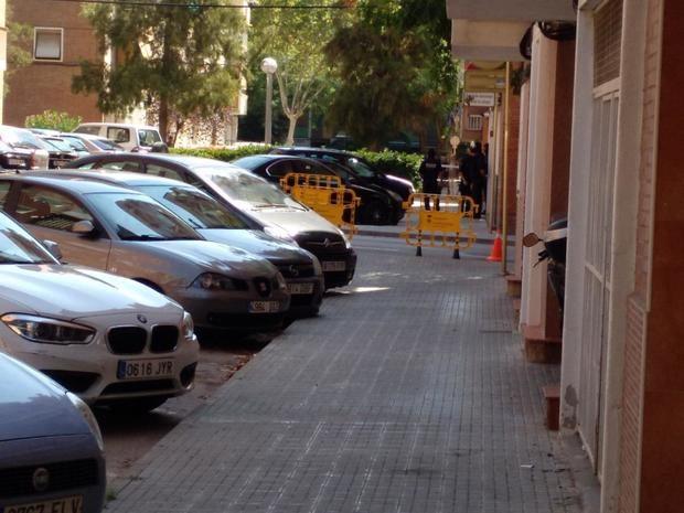 La policía acordonó los alrededores del piso del atacante.
