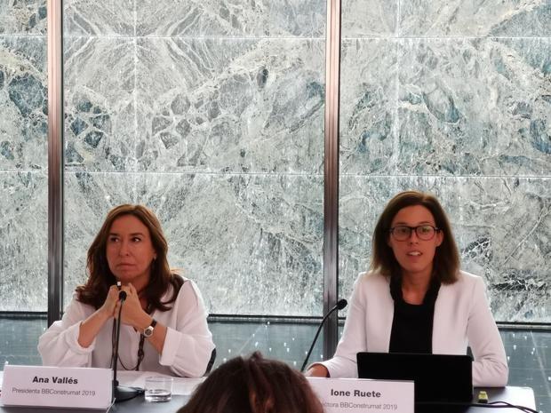 Ana Vallés, presidenta de BBConstrumat, y Ione Ruete, directora.