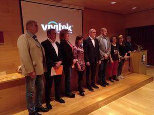 Foto final con los candidatos. De izquierda a derecha: Francesc J. Belver (PSC), Miguel García (Cs), Ana González (En Comú), Sonia Esplugas (PP), Antoni Garcia (ERC), Jordi Monrós (JuntsxLH), Emma Núñez (AELH) y Ariadna Velando (CUP).