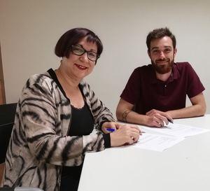Castellanos y Camino, firmando el acuerdo de gobierno.