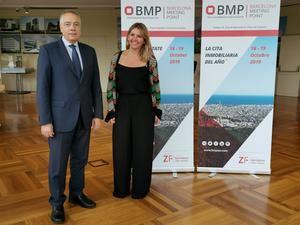 Pere Navarro, delegado especial del Estado para el Consorcio de la Zona Franca, junto con Blanca Sorigué, directora general de BMP.