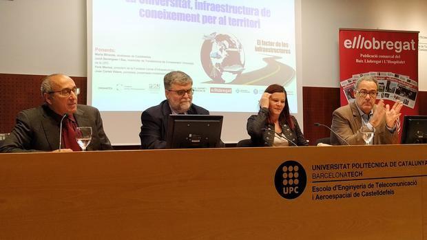 De izquierda a derecha: Juan Carlos Valero, director de BCN Content Factory; Jordi Berenguer, vicerrector de la UPC; María Miranda, alcaldesa de Castelldefels, y Pere Macias, presidente de la Fundació Cercle d'Infraestructures.