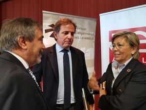 Guardans (centro), junto con el presidente y la directora general de AEBALL, Santiago Ballesté y Rosa Fiol, respectivamente.