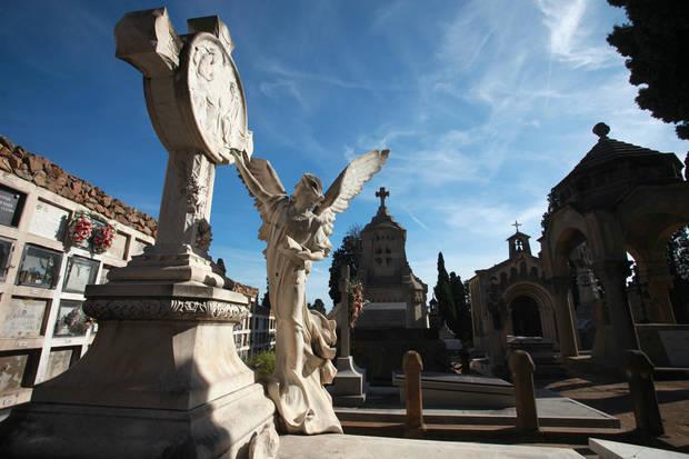 Viladecans fa un pas endavant contra el monopoli funerari