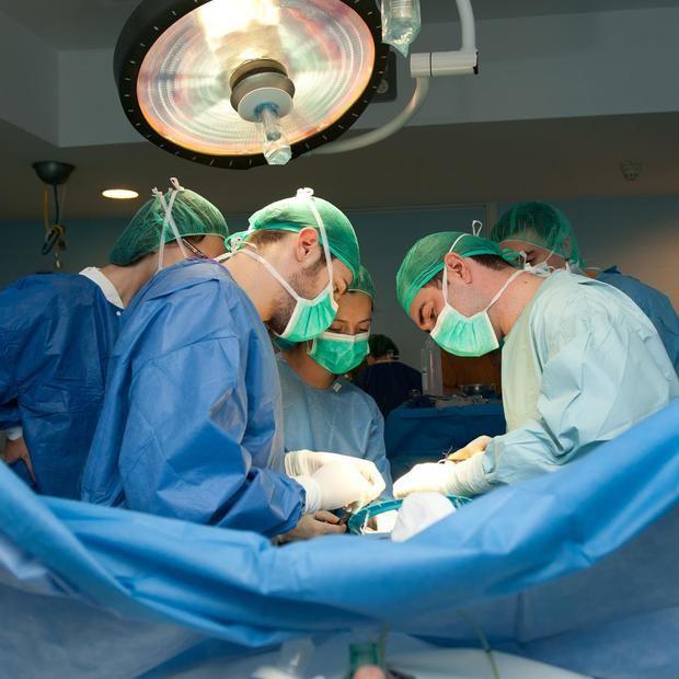 Una intervención quirúrgica de cambio de sexo.