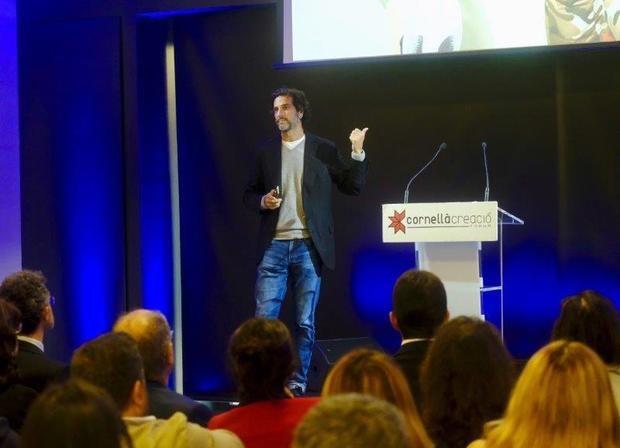Javier Goyeneche durante su conferencia en el auditorio del WTC de Almeda Park