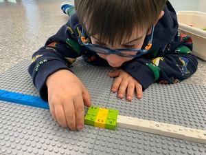 El primer juego de LEGO® en braille llegará a 15 escuelas del Baix Llobregat y L'Hospitalet
