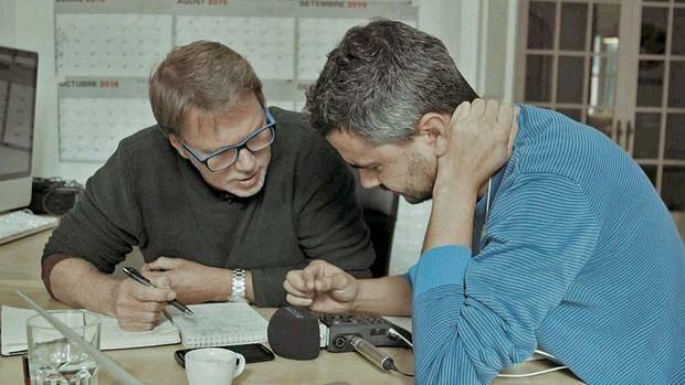Justin Webster (izquierda) junto al productor Enric Bach