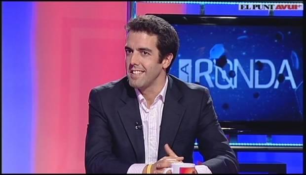 Xavier Badia, d'Esplugues, s'ha fet un espai a diferents àmbits professionals després de prendre diferents iniciatives emprendedores; a la imatge, a l'habitual tertulia de La Ronda del Punt Avui TV on participa