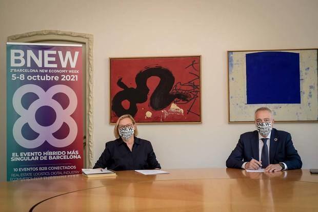 De izquierda a derecha, Marta Lacambra, directora general de la Fundació Catalunya La Pedrera. y Pere Navarro, delegado especial del Estado en el Consorci de la Zona Franca de Barcelona y presidente de BNEW