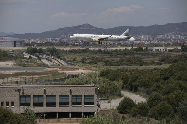 """La Policía Nacional detiene en el Aeropuerto de Barcelona- El Prat a un """"Ladrón en Ley"""""""