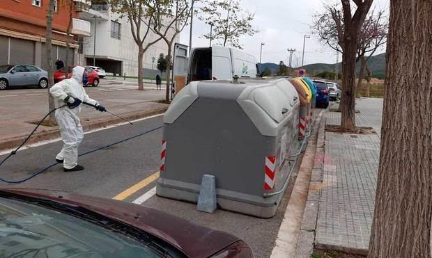 Viladecans activa un nuevo servicio de baldeo nocturno para desinfectar las calles