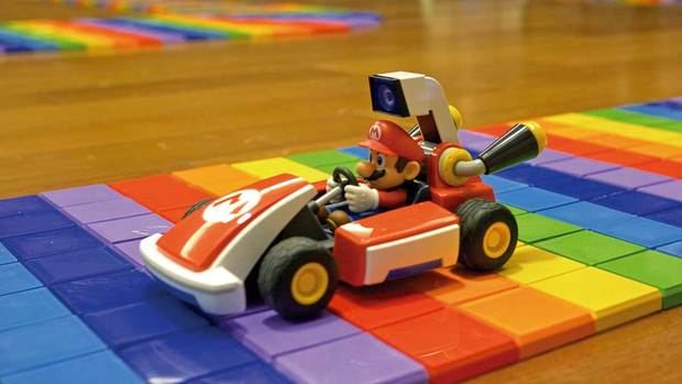 MARIO CONDUCIENDO POR LA RAINBOW ROAD 3D