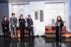 Pronovias recibe a Sáenz de Santamaría en el marco de su 50º aniversario