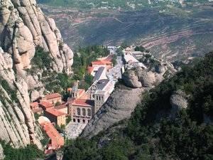 Història i natura converteixen Montserrat en el destí ideal per la primavera i estiu