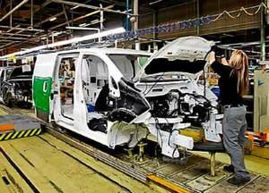 El pleno de L'Hospitalet se vuelca con los trabajadores de Nissan