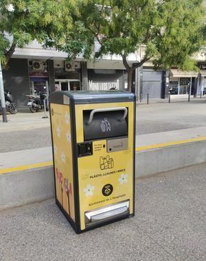 L'Hospitalet de Llobregat prueba el uso de un nuevo modelo de papelera inteligente