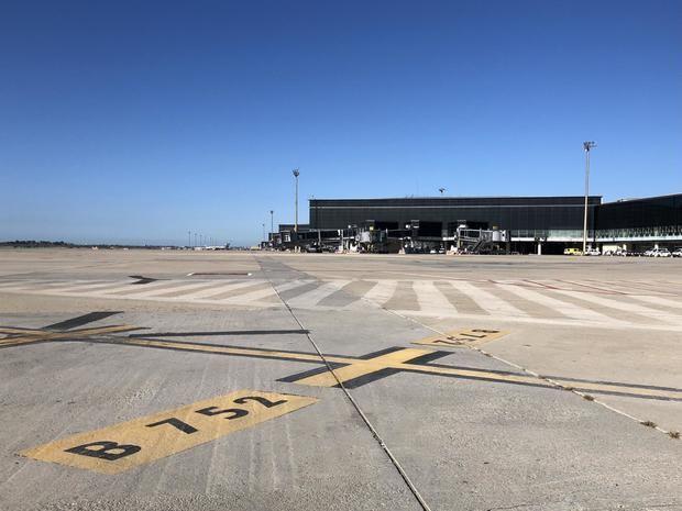 Aena adjudica obras de renovación del asfalto de la plataforma y las calles de rodaje del Aeropuerto Barcelona-El Prat