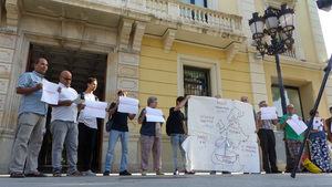 El encierro de inmigrantes llega al Pleno de L'Hospitalet