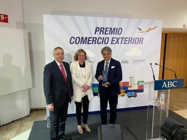El Consorcio de la Zona Franca y ABC premian al presidente de Seat, Luca de Meo
