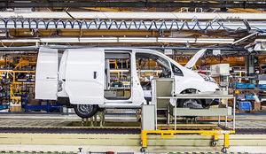 Inquietud entre los comités de Nissan por el futuro de las plantas de Zona Franca y Montcada