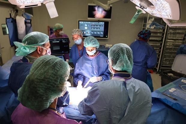 """El Hospital de Bellvitge realiza el primer trasplante con un corazón """"parado"""" en Cataluña"""