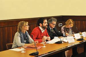 Lluïsa Moret pone en valor, en el Parlament, el papel de los ayuntamientos para responder en Servicios Sociales