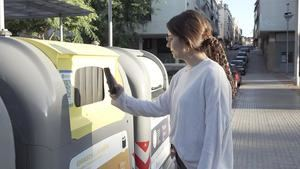 Reciclos se consolida en el Baix Llobregat con 89 contenedores amarillos más en Cervelló