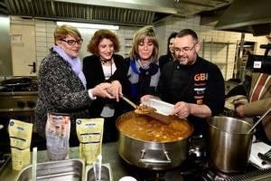 Las familias más desfavorecidas de L'Hospitalet de Llobregat recibirán ayuda alimentaria de la división de restauración de Gallina Blanca y Serhs Distribución