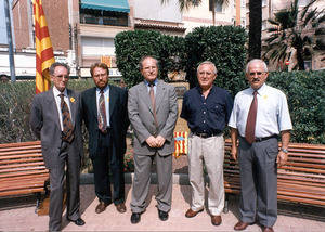 Amador Rosas (izquierda), en un acto como líder del PP de Cornellà, junto al desaparecido concejal socialista vicenç badenes; el enconces alcalde, José Montilla (centro), y su antecesor, Frederic Prieto (derecha)