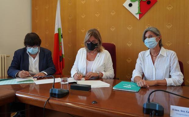 La Diputación y el Ayuntamiento de Begues firman un acuerdo para reurbanización de la avenida Torres Vilaró