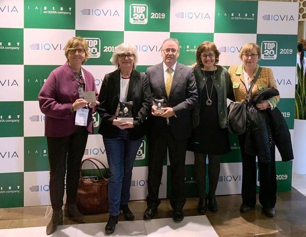 Representantes del Hospital de Viladecans recogiendo los galardones TOP 20