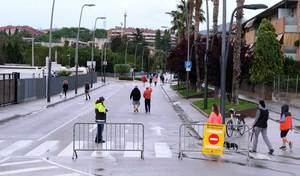 Sant Joan Despí tanca el carrer de la Creu d'en Muntaner per ampliar els espais per passejar a la desescalada