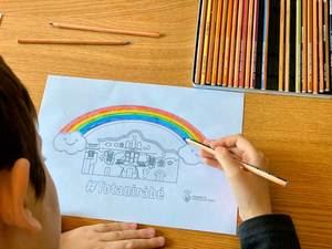 Els nens de Sant Joan Despí fan dibuixos de Can Negre per donar ànims durant el confinament