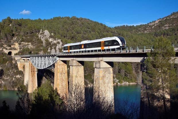 Viaje y vistas espectaculares con el Tren dels Llacs Panorámico