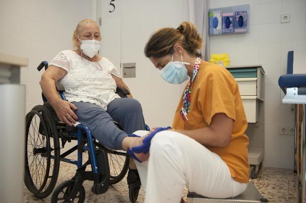 Un estudio del Hospital de Bellvitge demuestra que la atención multidisciplinaria aumenta la calidad de vida y la supervivencia de los pacientes de ELA