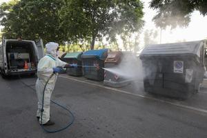Viladecans refuerza la desinfección del espacio público y la recogida de residuos para evitar rebrotes de Covid-19
