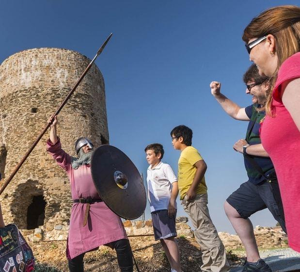 Visitres teatralitzades amb el Roc de Benviure, a la Torre Benviure de Sant Boi