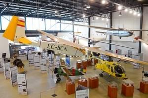 El Prat exposa un segle d'aviació a la ciutat