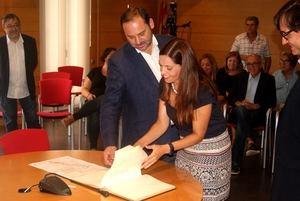 El Ministro de Fomento junto a la alcaldesa de Vallirana durante la reunión sobre la variante de Vallirana.