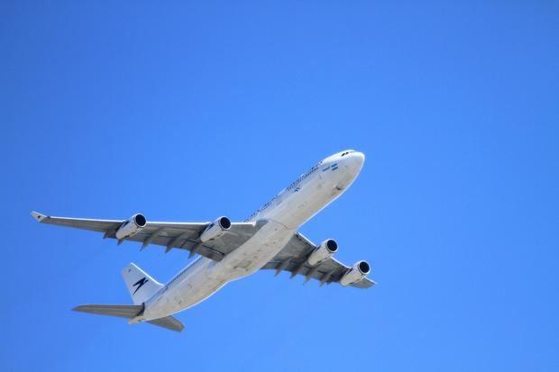 Castelldefels rechaza un cambio de configuración de las pistas en el aeropuerto