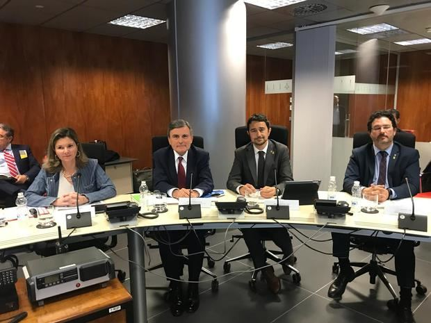 Calvet y Saura, en medio, durante la reunión de esta mañana. A la derecha, el secretario de Infraestructuras y Movilidad, Isidre Gavín.
