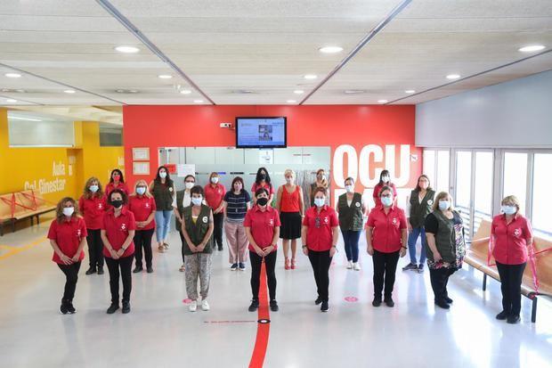 Las siete integrantes de la unidad cívica (con armillas verdes) Foto Cristina Diestro/ Ajuntament de Viladecans