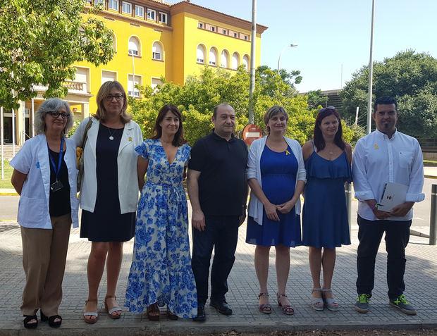 La consellera de Salut junto a los alcaldes de Viladecans, Gavà, Castelldefels, Begues y Sant Climent, y a la directora del centro durante la presentación de las obras del hospital.