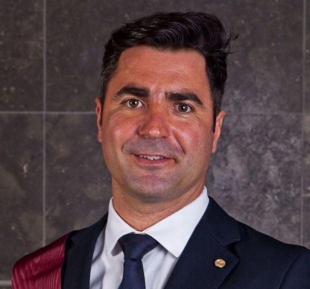 Muere el ex concejal de Castelldefels Xavier Altarriba mientras practicaba Kitesurf
