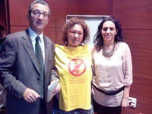 Jordi Terrades i Eva Mart�nez, diputats del PSC a Catalunya, s'han comprom�s a portar el debat al Parlament