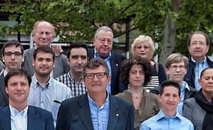Jordà va tancar, de manera simbòlica, la llista de CiU a les darreres municipals. A la imatge, se'l pot veure darrera del grup, al centre.